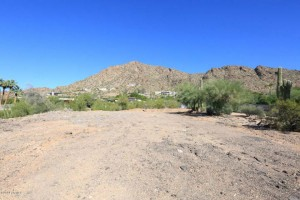 View lot of Camelback Mountain